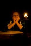 La niña tiene pensamiento Fotografía de archivo