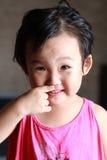 La niña traviesa. imágenes de archivo libres de regalías