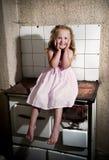 Niña en la cocina Fotos de archivo