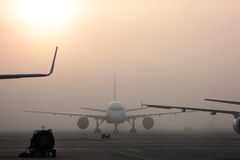 La niebla en el aeropuerto Foto de archivo libre de regalías