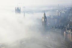 La niebla pesada golpea Londres foto de archivo libre de regalías