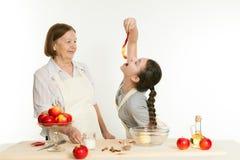 La nieta come una cáscara de la manzana Fotografía de archivo libre de regalías
