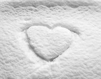 La nieve blanca con ahoga dimensión de una variable del corazón imagen de archivo