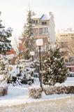 La nieve deriva en el cuadrado central de Pomorie, Bulgaria Fotografía de archivo libre de regalías