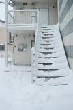 La nieve más pesada en décadas en Tokio y otras áreas de Japón Imagenes de archivo
