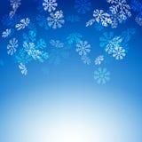 La nieve que cae forma escamas nueva tarjeta de Navidad Fotos de archivo