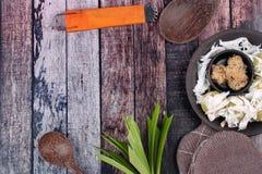 La noce di cocco schiacciata dolce cotta a vapore dell'involucro della farina ha completato il rotolo molle della noce di cocco Fotografia Stock