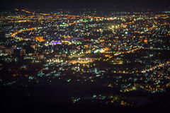 La noche abstracta Defocused de la ciudad de ChiangMai enciende el fondo Imágenes de archivo libres de regalías