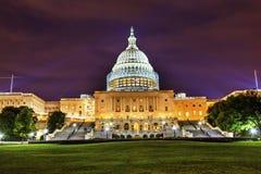 La noche de la construcción del lado sur del capitolio de los E.E.U.U. protagoniza Washington DC Fotos de archivo libres de regalías