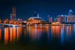 La noche de Singapur fotografía de archivo