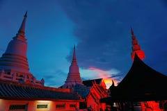 La noche del templo se enciende para arriba Fotos de archivo libres de regalías