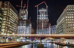 La noche tiró de la construcción en Canary Wharf, Londres, Reino Unido Imagenes de archivo