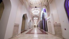 La noche video del timelapse de Doha enciende la mezquita Qatar, Oriente Medio almacen de video