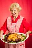 La nonna servisce il pranzo di festa Immagini Stock Libere da Diritti