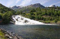 La Norvège - cascade à écriture ligne par ligne dans Hellesylt Images libres de droits