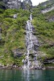 La Norvège - cascade dans Geirangerfjord Photos stock