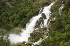 La Norvège - le parc national de Jostedalsbreen - cascade Images stock