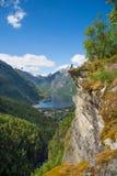 La Norvegia che fa un'escursione e che scala Immagini Stock