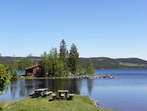 La Norvegia - spazio di sosta sul lago Fotografia Stock Libera da Diritti