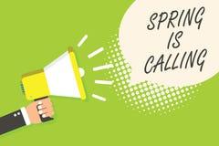La nota de la escritura que muestra la primavera está llamando Tiempo de exhibición de la foto del negocio para los colores hermo Fotos de archivo libres de regalías