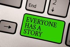 La nota de la escritura que muestra todo el mundo tiene una historia La narración de exhibición del fondo de la foto del negocio  fotos de archivo libres de regalías