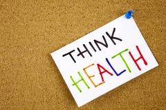 La nota dell'appunto appuntata ad una bacheca del sughero come ricordo pensa la salute immagini stock