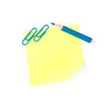 La nota di carta gialla al neon con le clip blu e si corregge Immagine Stock Libera da Diritti