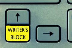 La nota di scrittura che mostra lo scrittore s è blocco Foto di affari che montra stato di non potere pensare a cui scrivere immagine stock