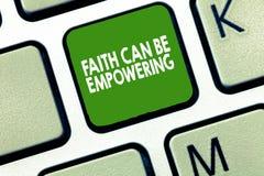 La note d'écriture montrant la foi peut autoriser Confiance de présentation de photo d'affaires et croyance en nous-mêmes que nou photos stock
