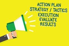 La note d'écriture montrant l'exécution de la tactique de stratégie de plan d'action évaluent des résultats Homme de présentation illustration de vecteur