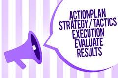 La note d'écriture montrant l'exécution de la tactique de stratégie de plan d'action évaluent des résultats Rétroaction de présen illustration libre de droits