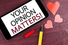 La note d'écriture montrant votre avis importe appel de motivation Les commentaires de présentation de rétroaction de client de p images libres de droits