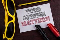 La note d'écriture montrant votre avis importe appel de motivation Les commentaires de présentation de rétroaction de client de p photographie stock