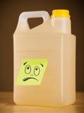 La note de post-it avec le visage souriant sticked sur le gallon Photos stock