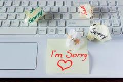 La note manuscrite est sur le clavier - I ` m désolé Petit sensible Photo stock