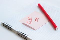 La note sur le de papier M'APPELLENT Image libre de droits