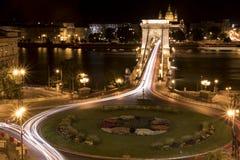 la notte dell'A lungo esposizione ha sparato di un ponte e di una rotatoria Fotografia Stock Libera da Diritti