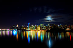 La notte dell'orizzonte della città ha sparato 2 immagine stock
