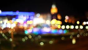 La notte ha colorato la fontana sulle vie di Mosca video d archivio