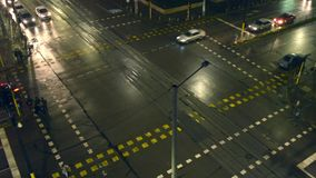 La notte ha condotto la strada trasversale della giunzione video d archivio