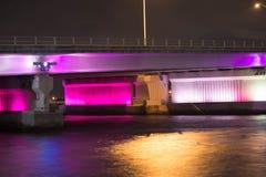 La notte ha evidenziato il ponte Fotografie Stock Libere da Diritti