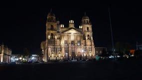 La notte ha sparato della cattedrale in Toluca Messico fotografia stock