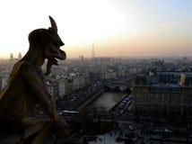 La notte sormonta Parigi. Immagine Stock