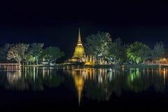 La notte a Wat Si Sawai Fotografia Stock Libera da Diritti