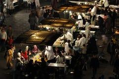 La nourriture cale à l'EL Fna de Djemaa Image libre de droits
