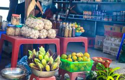 La nourriture cale au passage de Thung Khe, Mai Chau, Hoa Binh, Vietnam photographie stock libre de droits