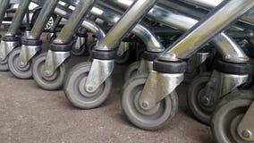 La nourriture de transport de chariot à supermarché, Photos libres de droits