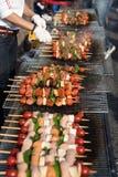 La nourriture a fait cuire au four avec des bâtons, nourriture de rue de Séoul, Corée photographie stock libre de droits