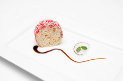 La nourriture garnissent le petit pain sur le fond blanc d'isolement Image stock