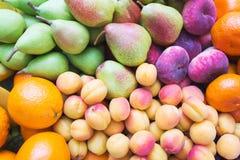 La nourriture saine, belle et savoureuse est fruit Vitamines et couleurs lumineuses d'été photographie stock libre de droits
